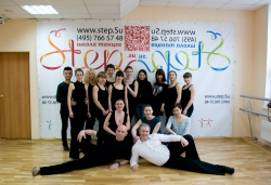 Старались - готовились - станцевали Гоу-гоу - фото на память Фотография на память с танцовщицами Гоу-Гоу в Химки - они подарили свой танец мужчинам!